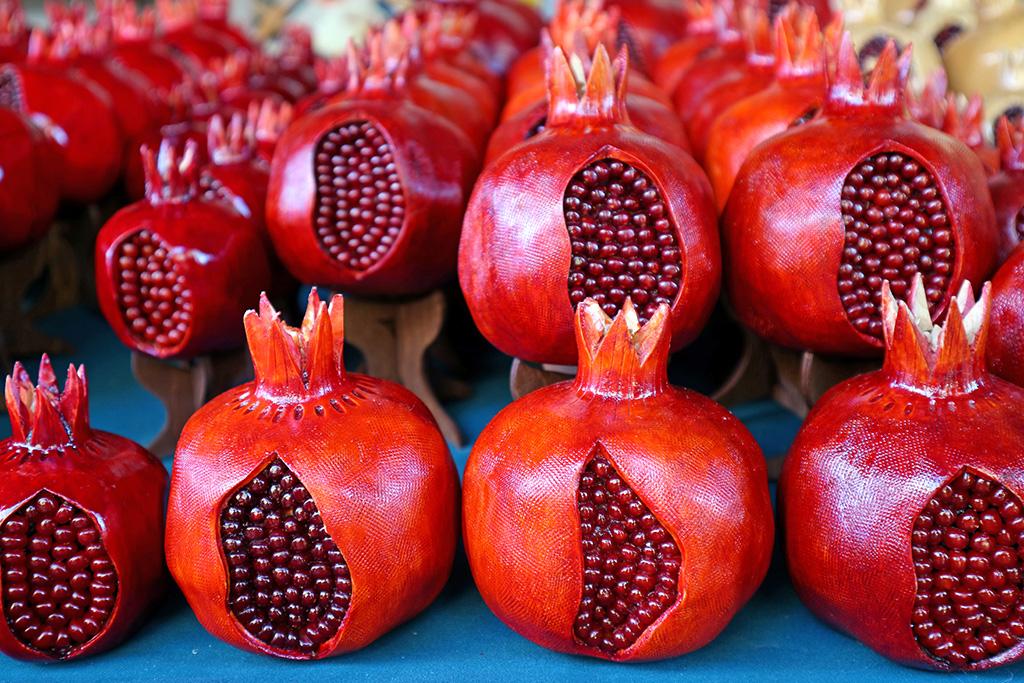 ar-row-wooden-pomegranates-souvenir-sell-vernissage-market-yerevan-armenia.jpg