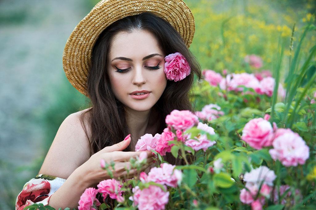 bg-beautiful-woman-straw-hat-collect-roses-bulgaria-sunrise-series.jpg