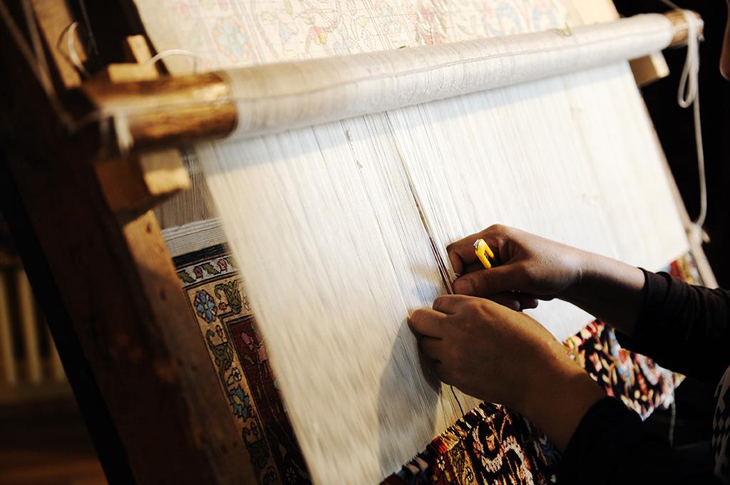 tr-handmaking-carpet.jpg