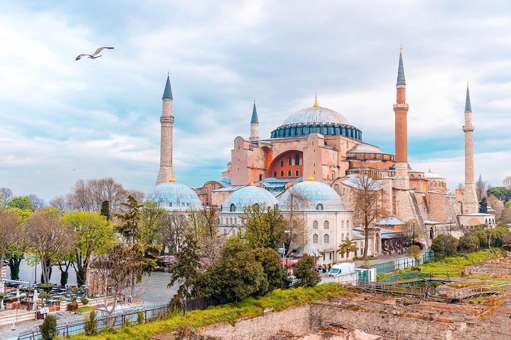 tr-landscape-view-hagia-sophia-istanbul-turkey.jpg